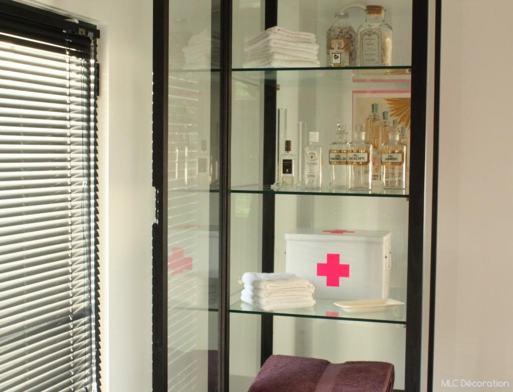 meuble vitrine salle de bain et armoire pharmacie d co. Black Bedroom Furniture Sets. Home Design Ideas
