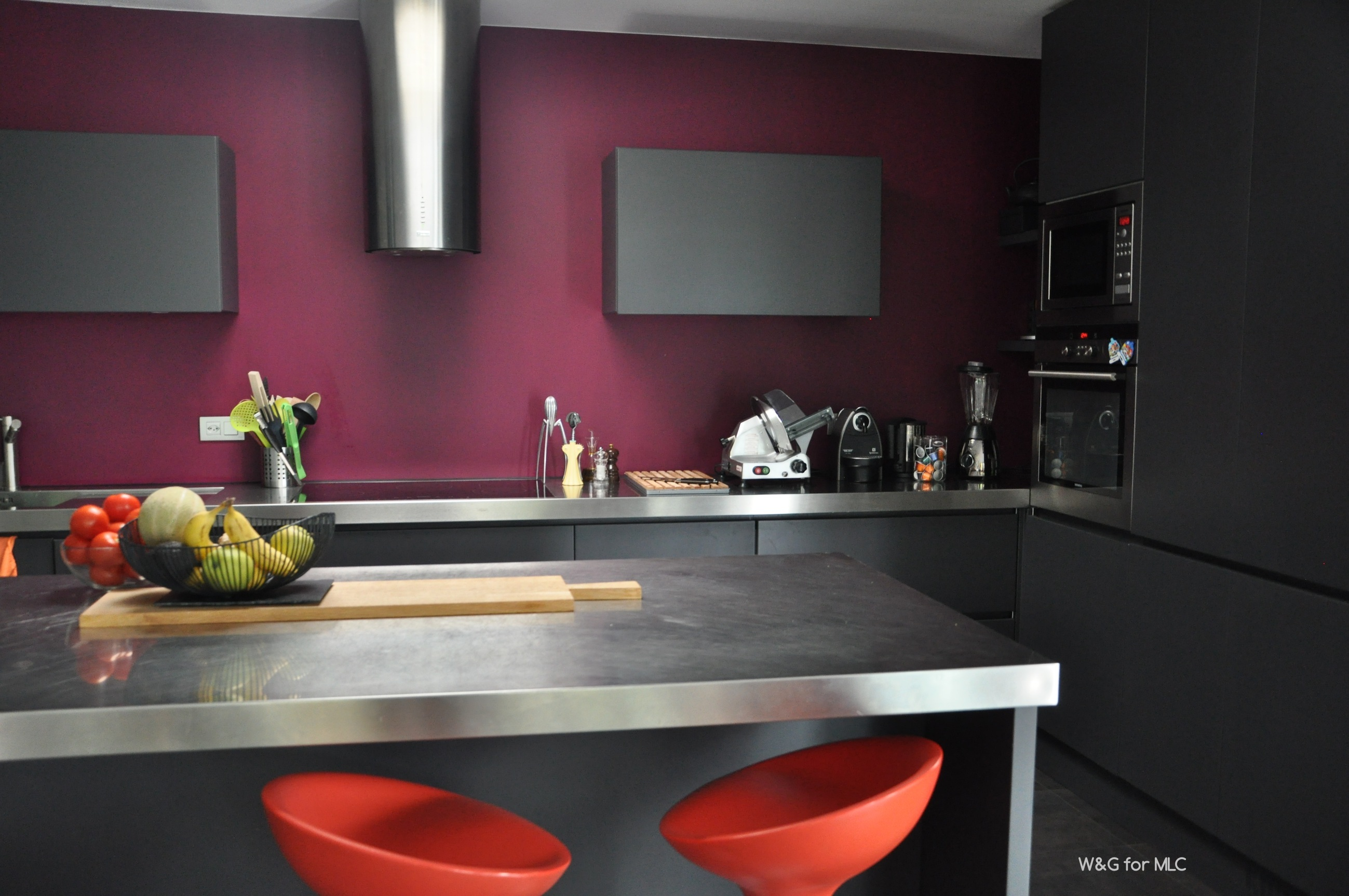 cuisine anthracite sur fond fushia archives le blog d co. Black Bedroom Furniture Sets. Home Design Ideas