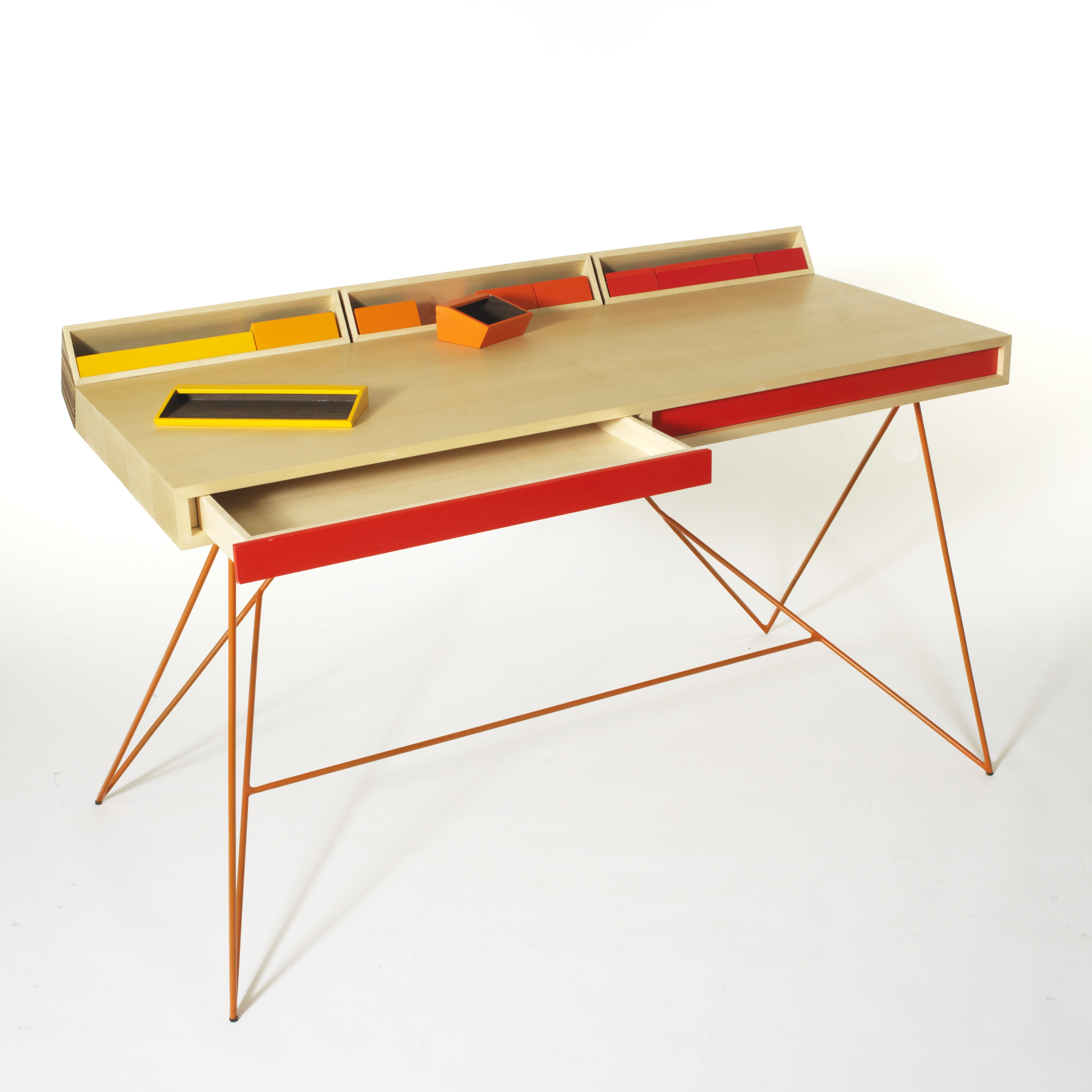 bureau design bureau moderne en bois m tal blog deco mlc. Black Bedroom Furniture Sets. Home Design Ideas