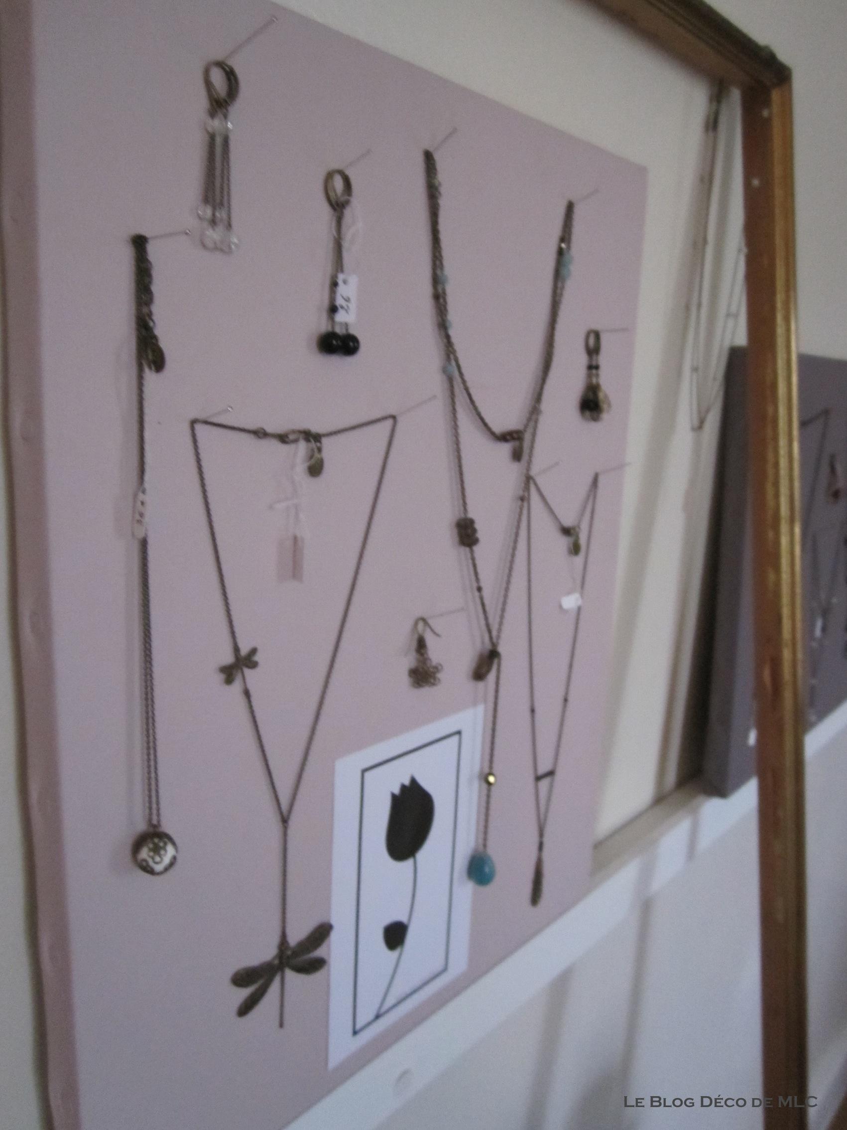 5 id es d co de porte bijoux arbre bijoux pr sentoir. Black Bedroom Furniture Sets. Home Design Ideas