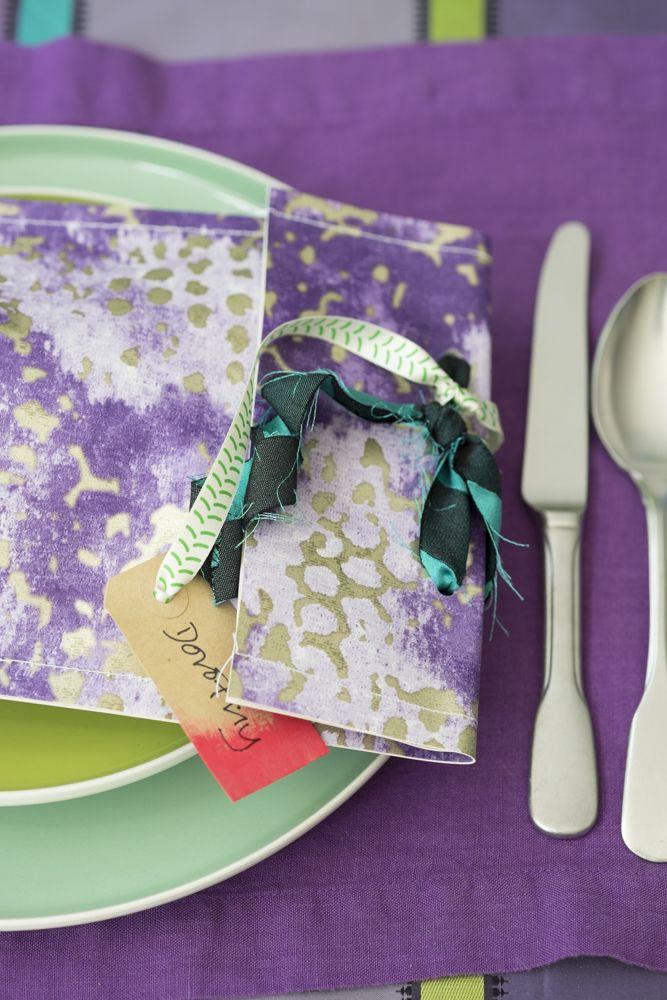 le-noel-coloré-de-tricia-guild-cadeau-table