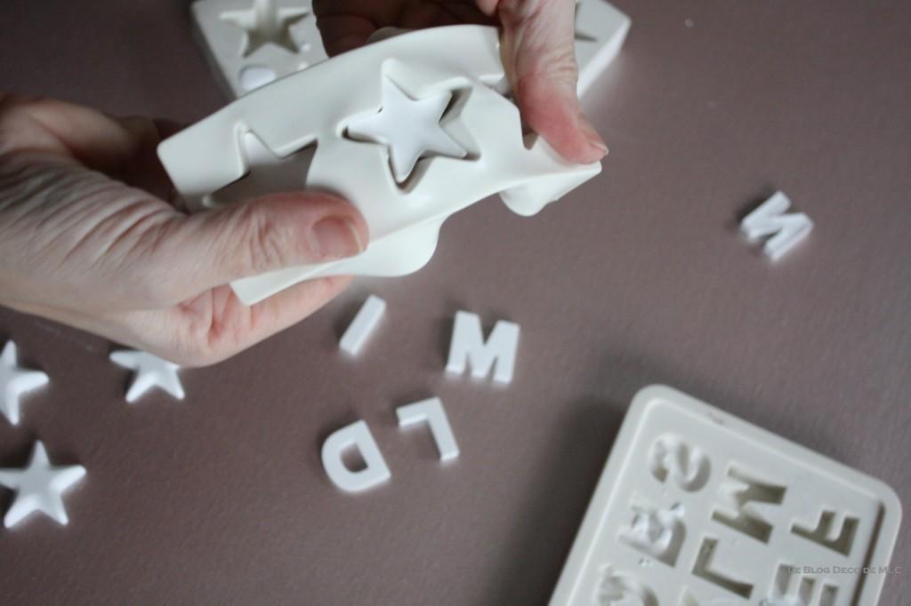 DIY-déco-facile-étoiles-et-lettres-en plâtre-demoulage-dessous