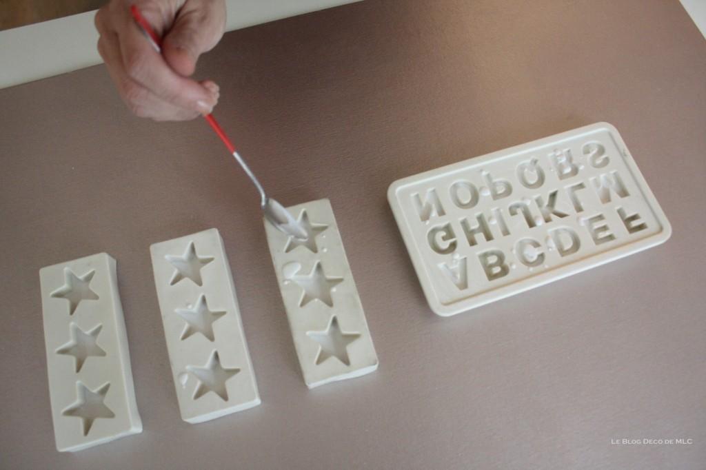 DIY-déco-facile-étoiles-et-lettres-en plâtre-remplissage-étoile-2