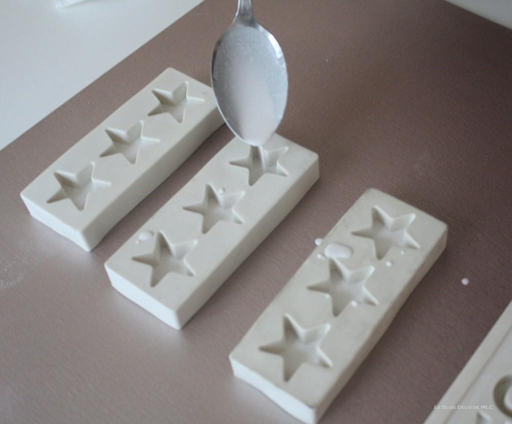 DIY-déco-facile-étoiles-et-lettres-en plâtre-remplissage-etoiles