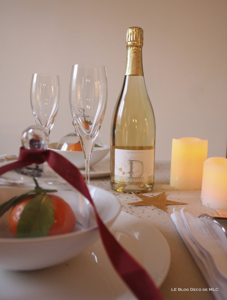 Noël-déco-champagne-et-bougies-led pour-une-fête-magique-bouteille-sur-table