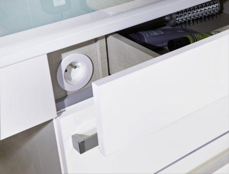 Aménagement-des-salles-de-bains-spécial-séniors-LAPEYRE-Meuble-de-salle-de-bain-Concept-Care-prise