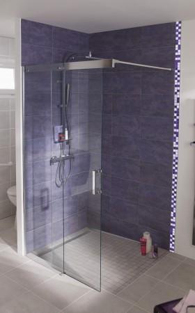 Aménagement-des-salles-de-bains-spécial-séniors-LAPEYRE-paroi-douche-Soft-Access