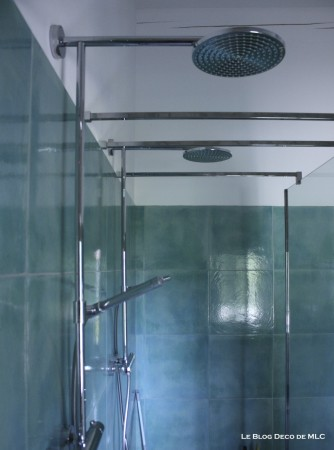 Salle-de-bain-ma-sélection-de-lavabo-et-de-douche-double-turquoise
