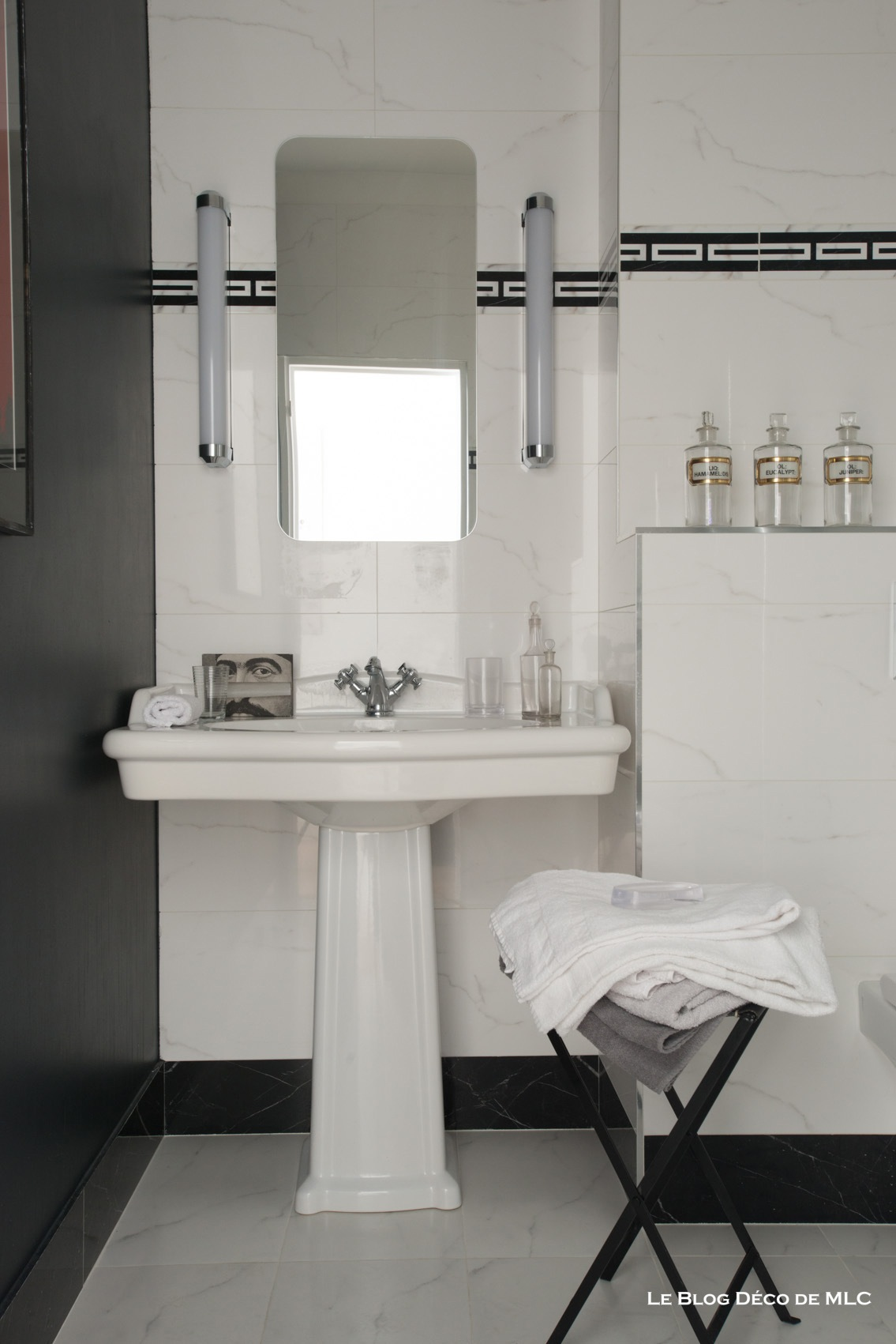 meuble salle de bain sous lavabo avec colonne id es de conception sont. Black Bedroom Furniture Sets. Home Design Ideas