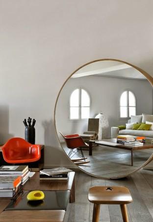 Agrandir-le-salon-avec-un-miroir-XXL-François-Champsaur-miroir-rond-xxl