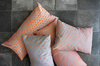 Couleur-orange-mandarine-pour-cet-été-coussins