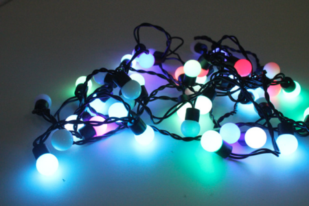 Eclairer-la-terrasse-le-soir-avec-des-luminaires-déco-guirlandes