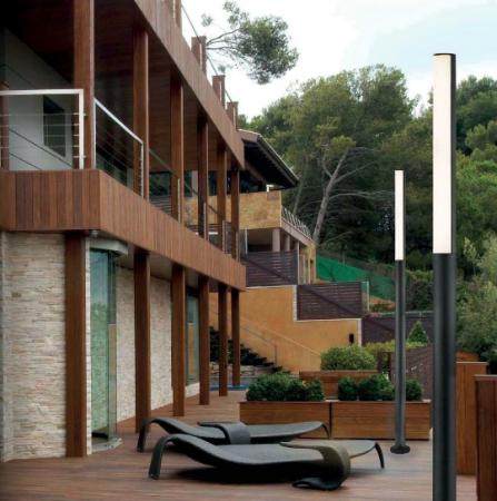 Eclairer-la-terrasse-le-soir-avec-des-luminaires-déco-luminaire-extérieur