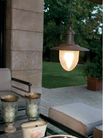 Eclairer-la-terrasse-le-soir-avec-des-luminaires-déco-suspension