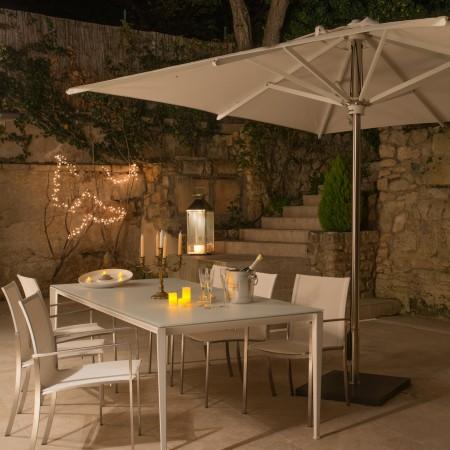 Eclairer-la-terrasse-le-soir-avec-des-luminaires-déco-terrasse-nuit-MLC