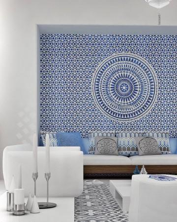 Mix-and-match-déco-urbaine-et-exotisme-oriental-salon-bleu-et-blanc