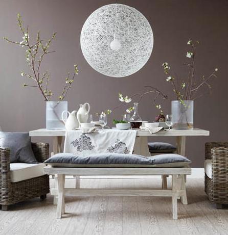 Suspension luminaire boule blanche - Deco grijze muur ...