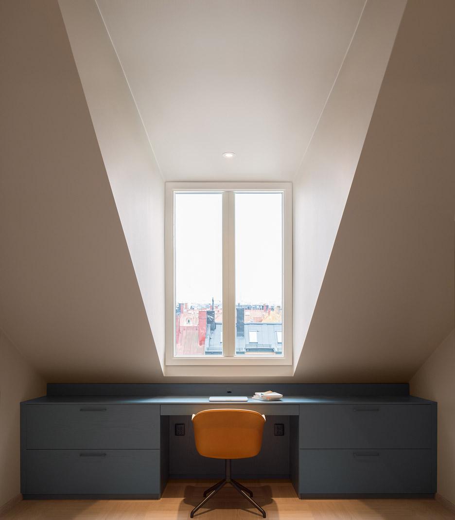 amenagement-combles-bureau-bleu-Note-Design-Studio