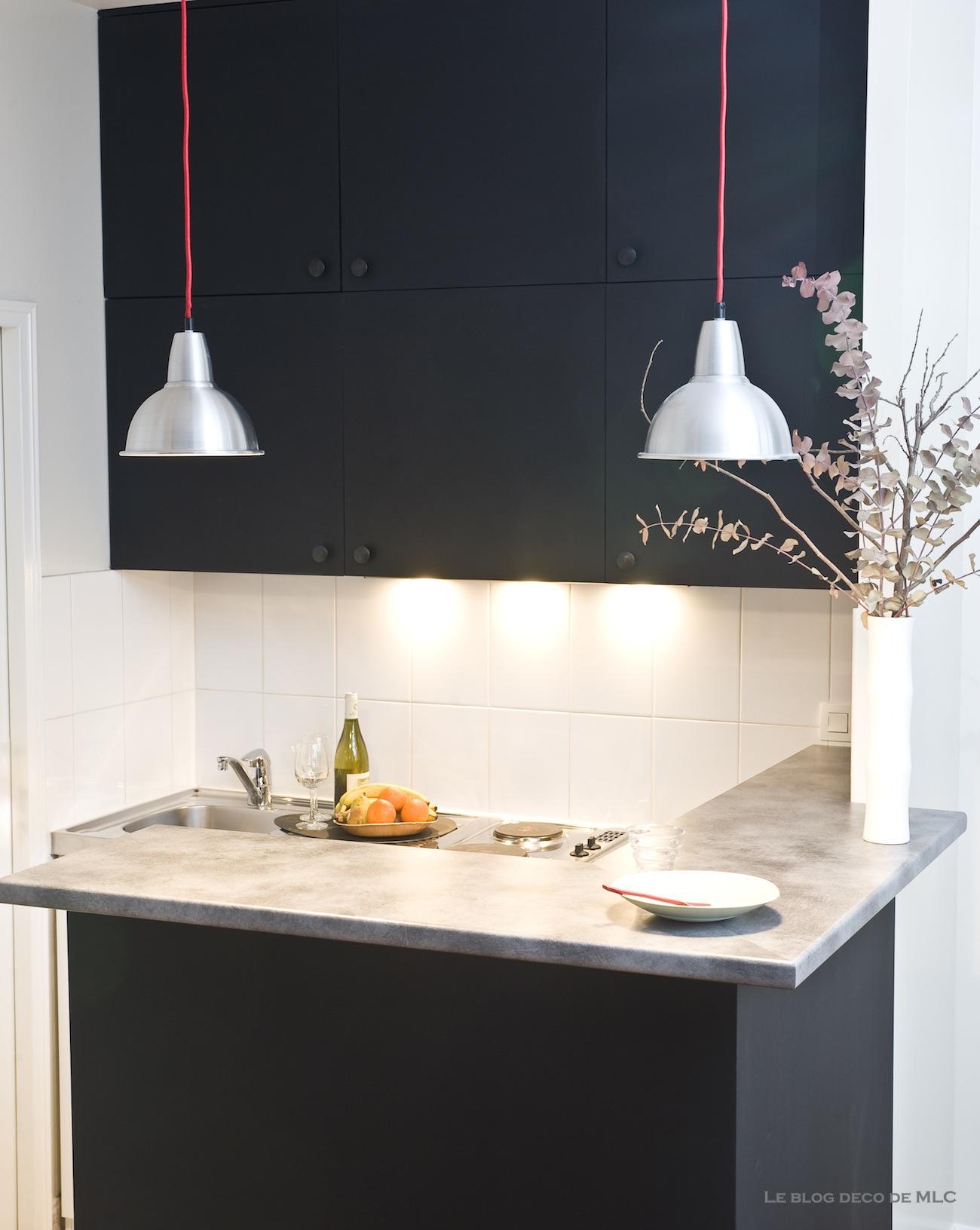 Une jolie cuisine noire déco à composer