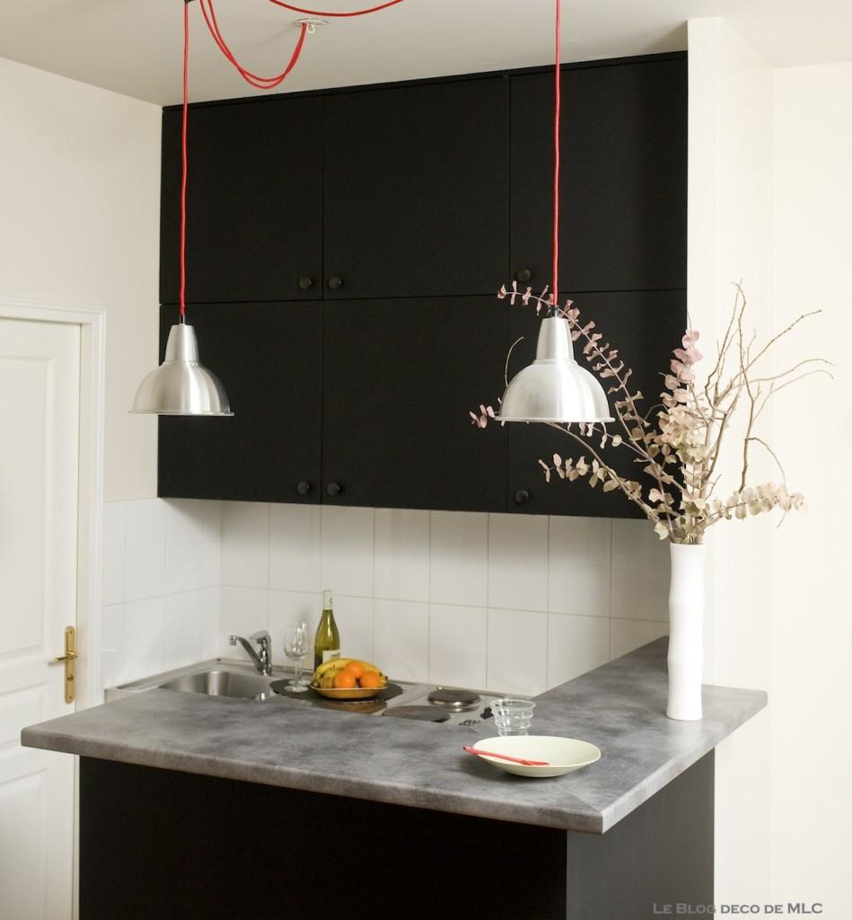 une jolie cuisine noire d co composer. Black Bedroom Furniture Sets. Home Design Ideas