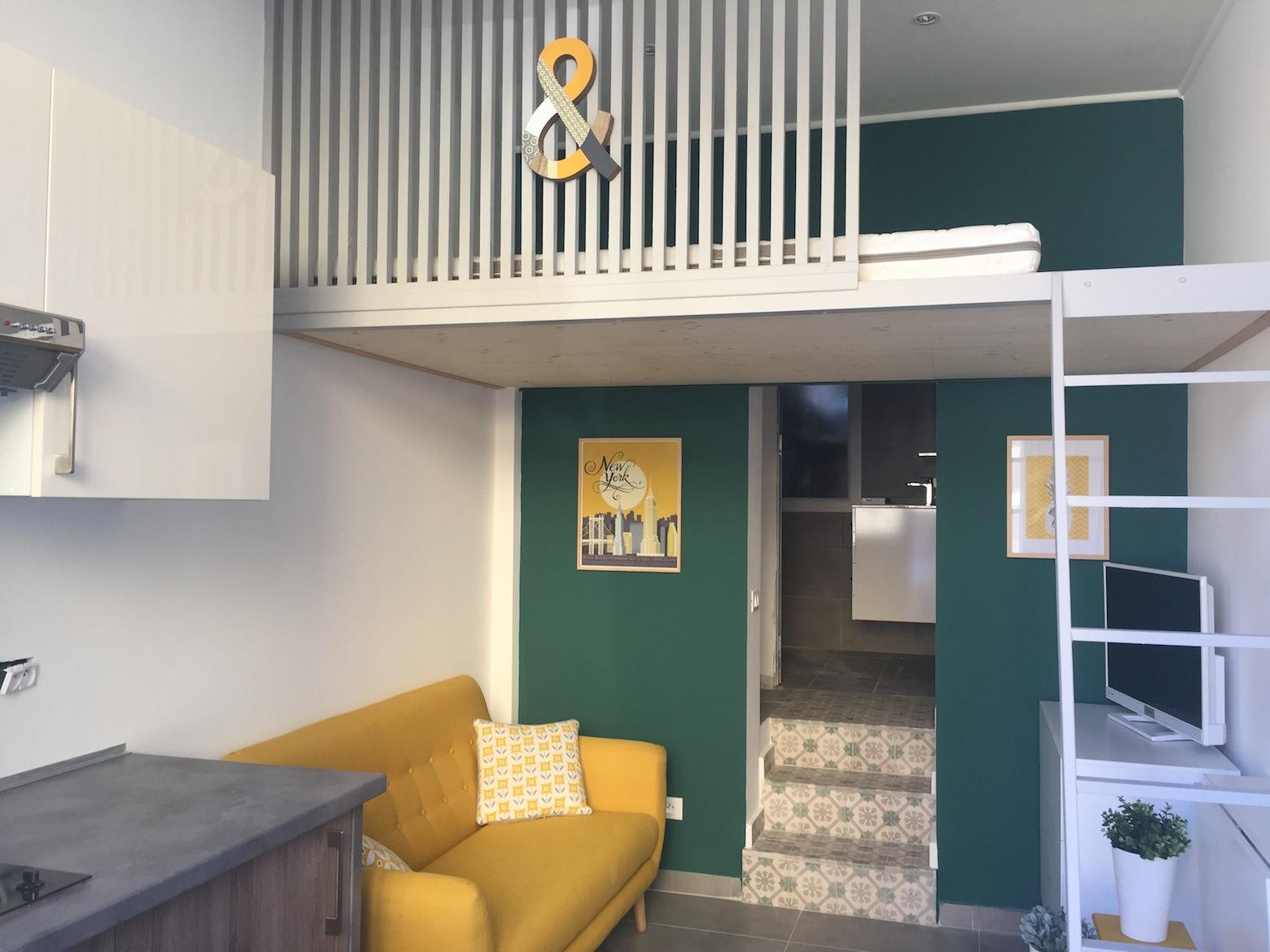 Un joli studio déco   couleurs, matériaux, mezzanine