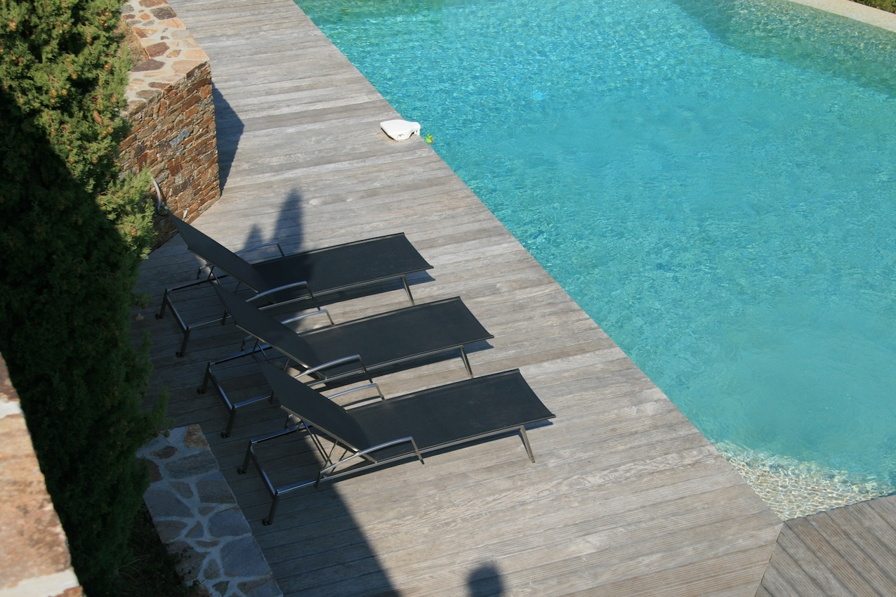 S lection chaise longue et transat autour de la piscine for Transat terrasse design