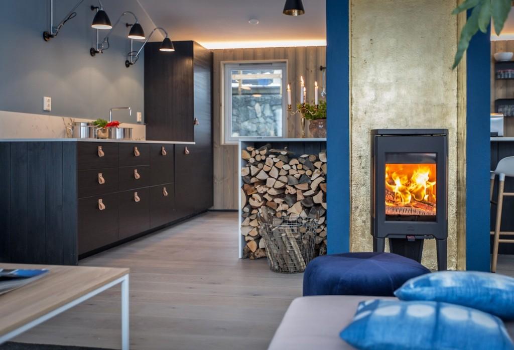 cuisine-noire-scandinave-poele
