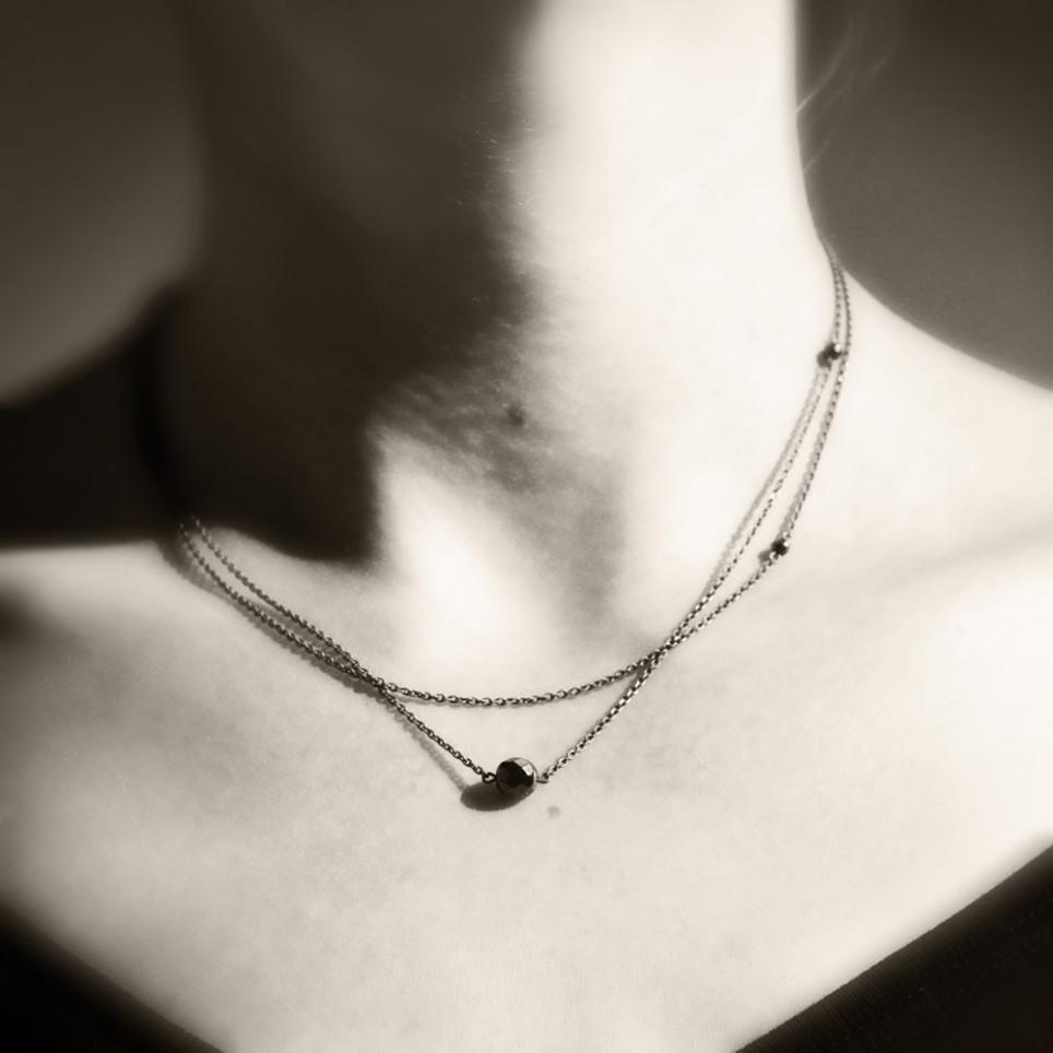 vega-collier-asymetrique-bronze-et-hematite-cecile-cohen