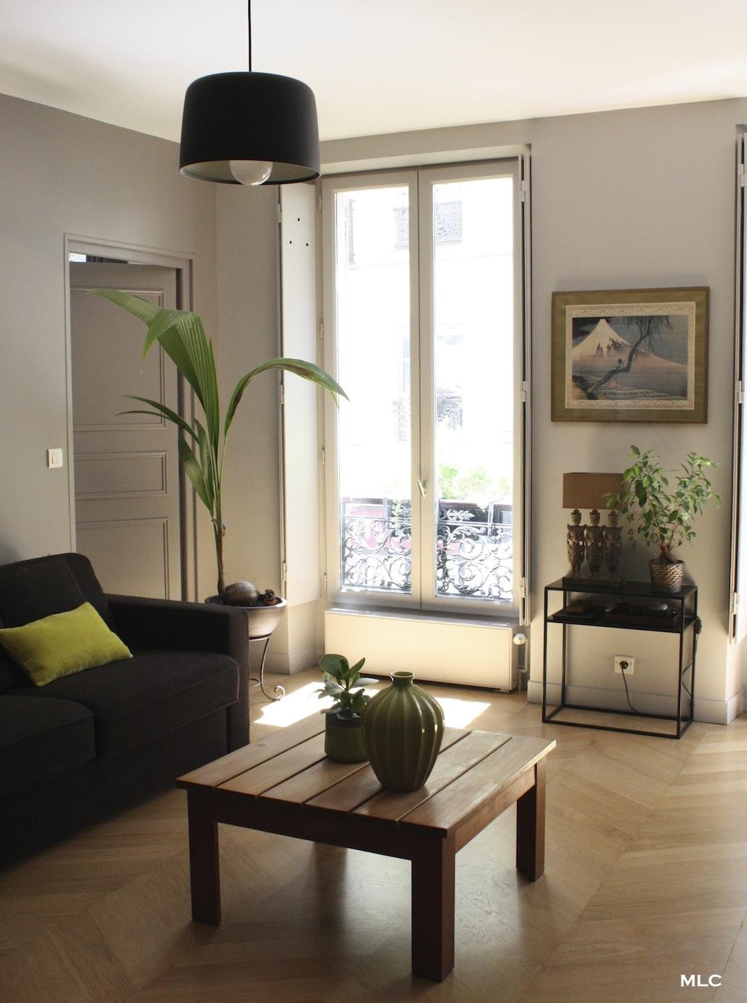 Un salon urban jungle dans un int rieur en couleur - Les couleurs du salon ...