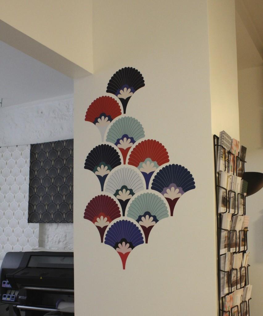 Papier peint adh sif pr t poser de papermint le blog for Decor mural adhesif
