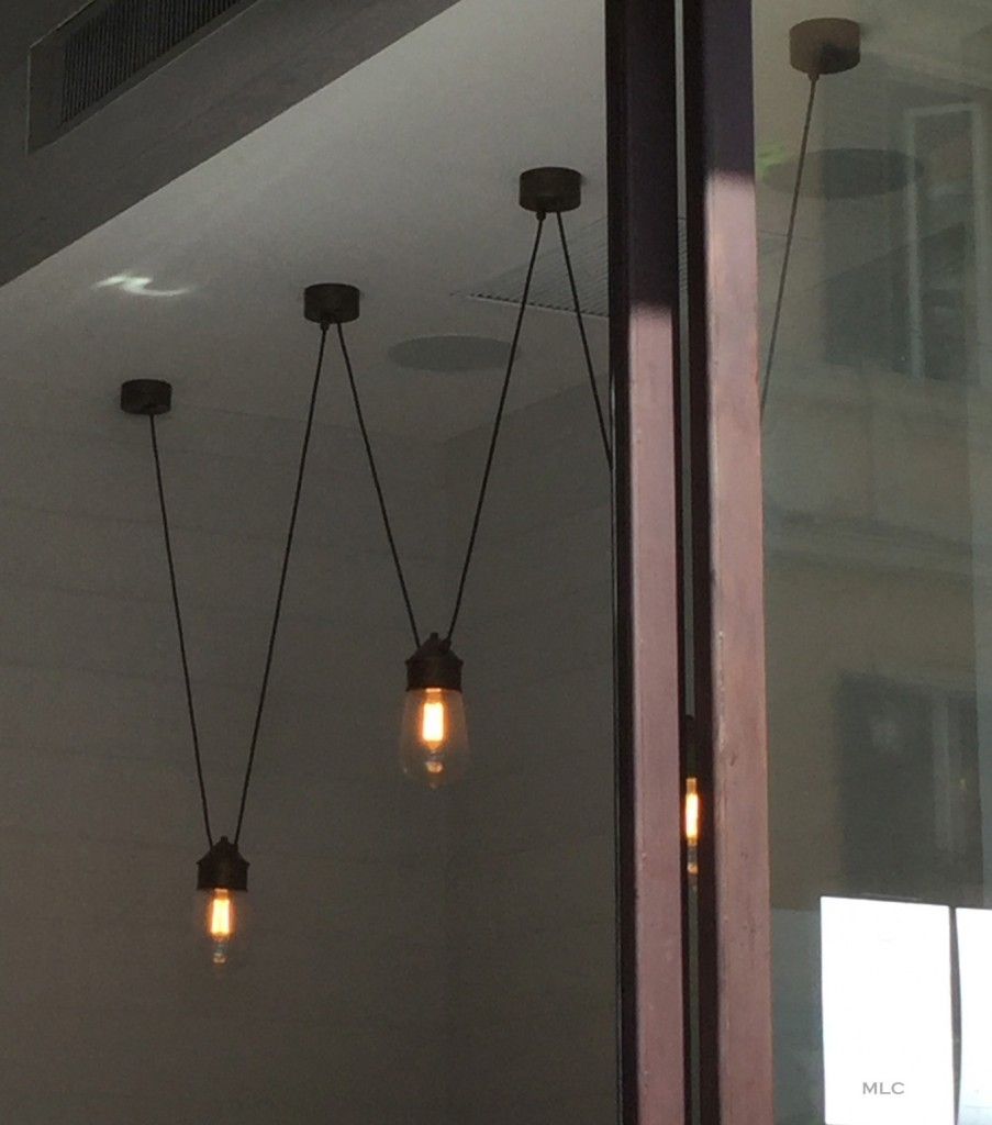 Luminaire suspension acrobate le blog d co de mlc for Luminaires lustres suspensions
