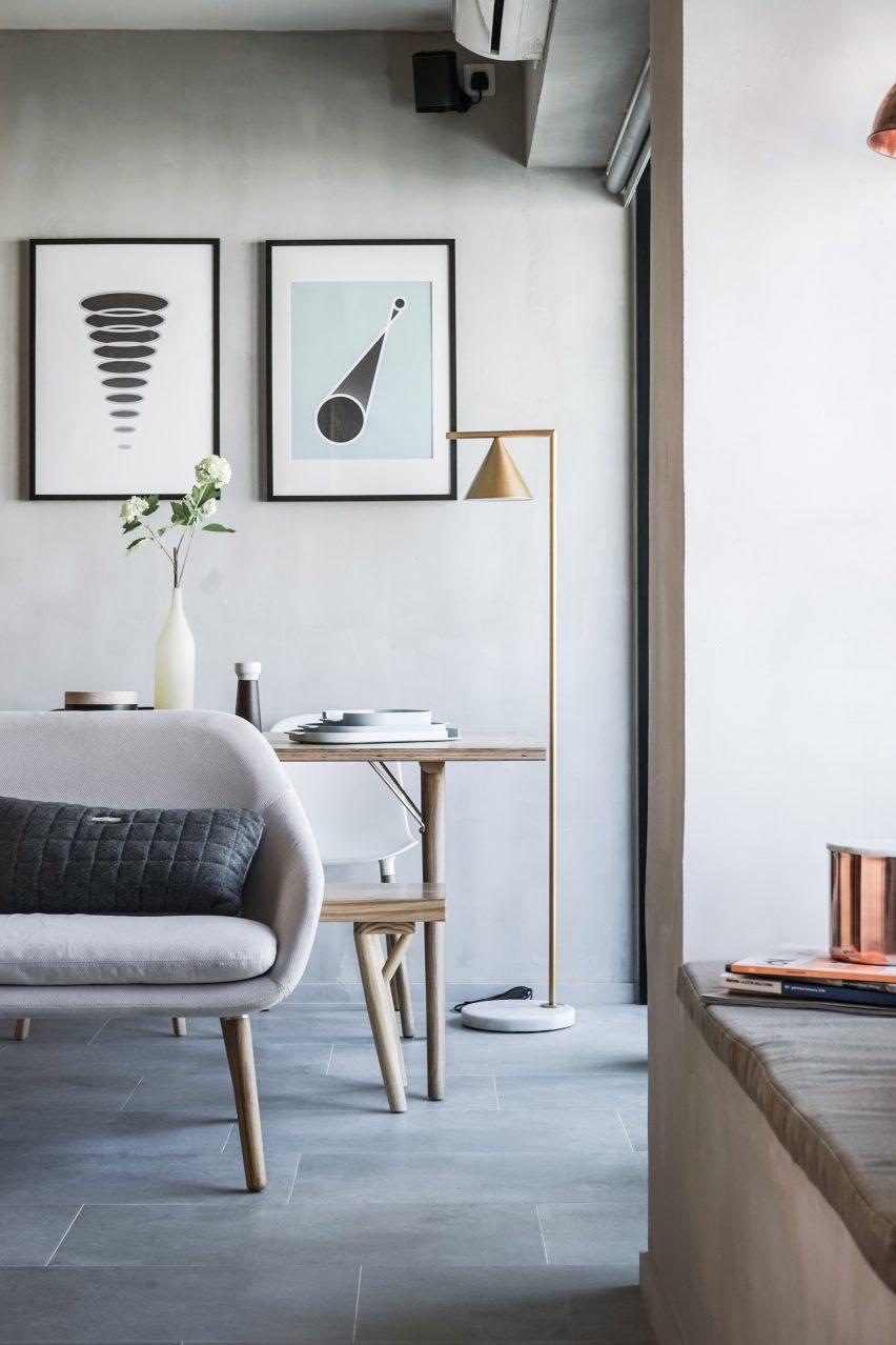 Un Appartement Aux Murs Gris Perle Et Placard Sur Mesure