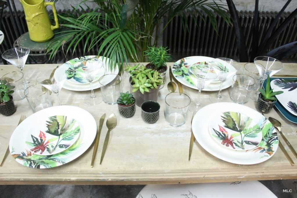 d coration de table jungle tropicale table. Black Bedroom Furniture Sets. Home Design Ideas