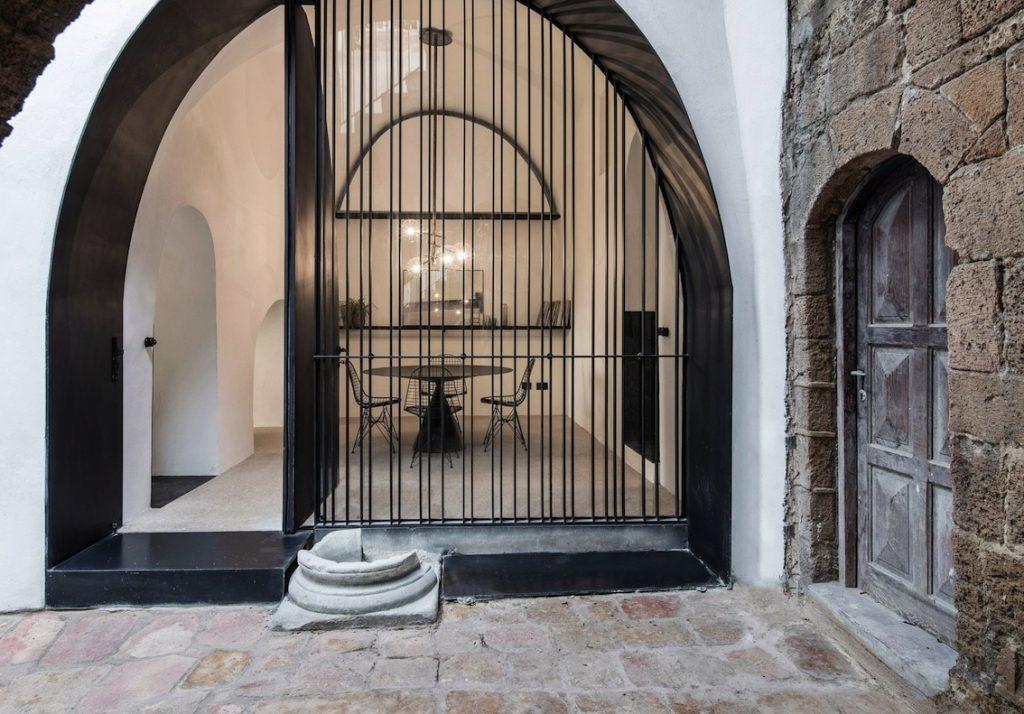 Une d co noire et blanche design le blog d co de mlc for Porte entree metal