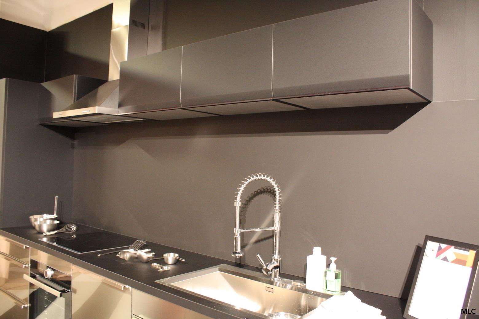 une cuisine noire lumineuse le blog d co de mlc. Black Bedroom Furniture Sets. Home Design Ideas