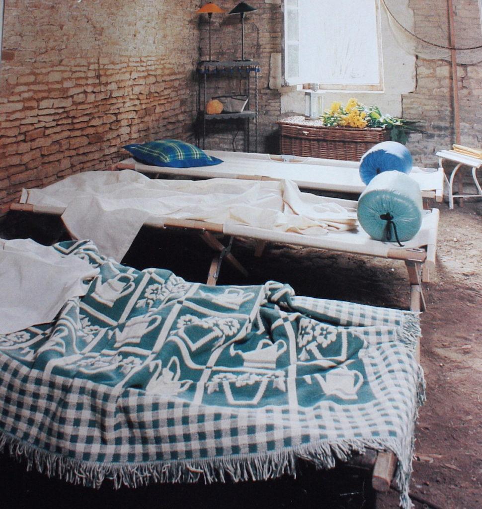 lit de camp archives le blog d co de mlc. Black Bedroom Furniture Sets. Home Design Ideas