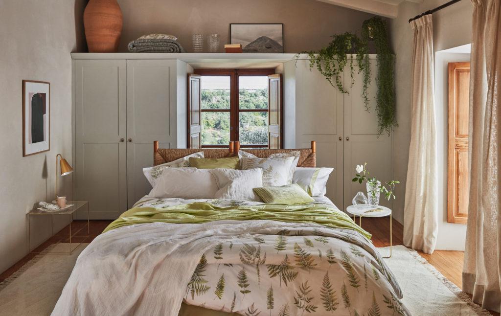 lit devant fenetre lit en tilleul bord de fentre et plinthes neufs en pin plancher des annes. Black Bedroom Furniture Sets. Home Design Ideas