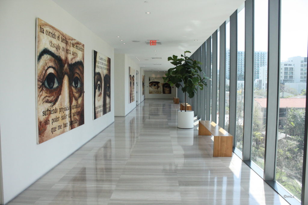 deco couloir design amazing amnager une bibliothque with deco couloir design finest couloir. Black Bedroom Furniture Sets. Home Design Ideas