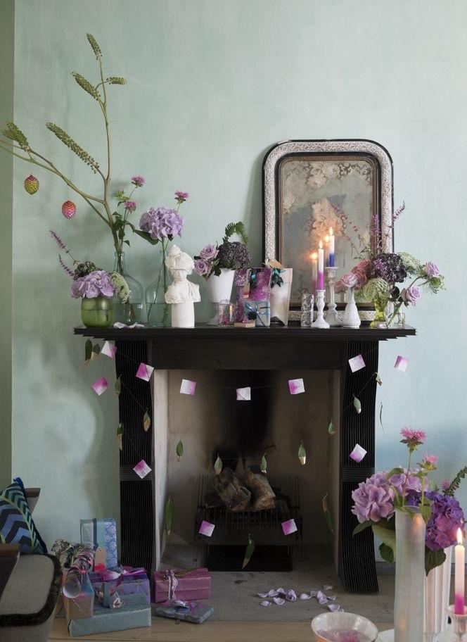 le-noel-coloré-de-tricia-guild-decor-cheminée-coupé