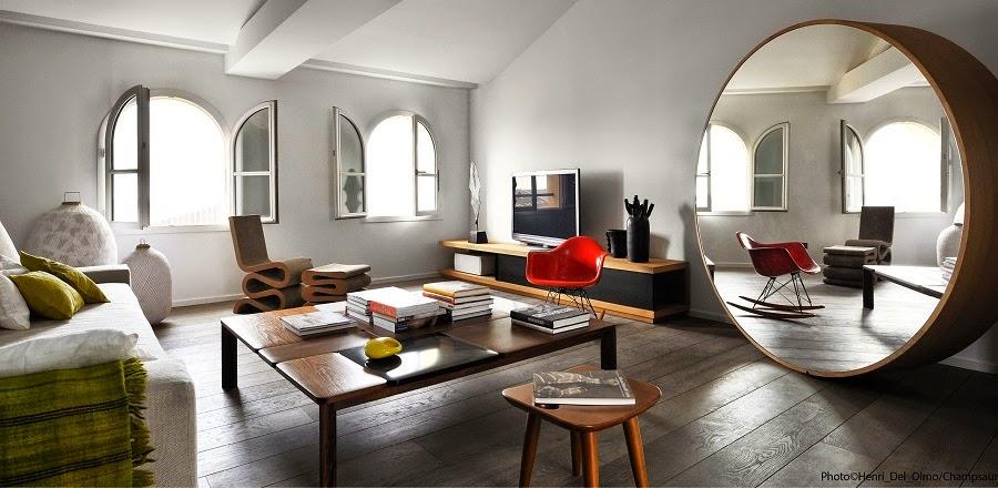 un grand miroir xxl pour agrandir le salon. Black Bedroom Furniture Sets. Home Design Ideas