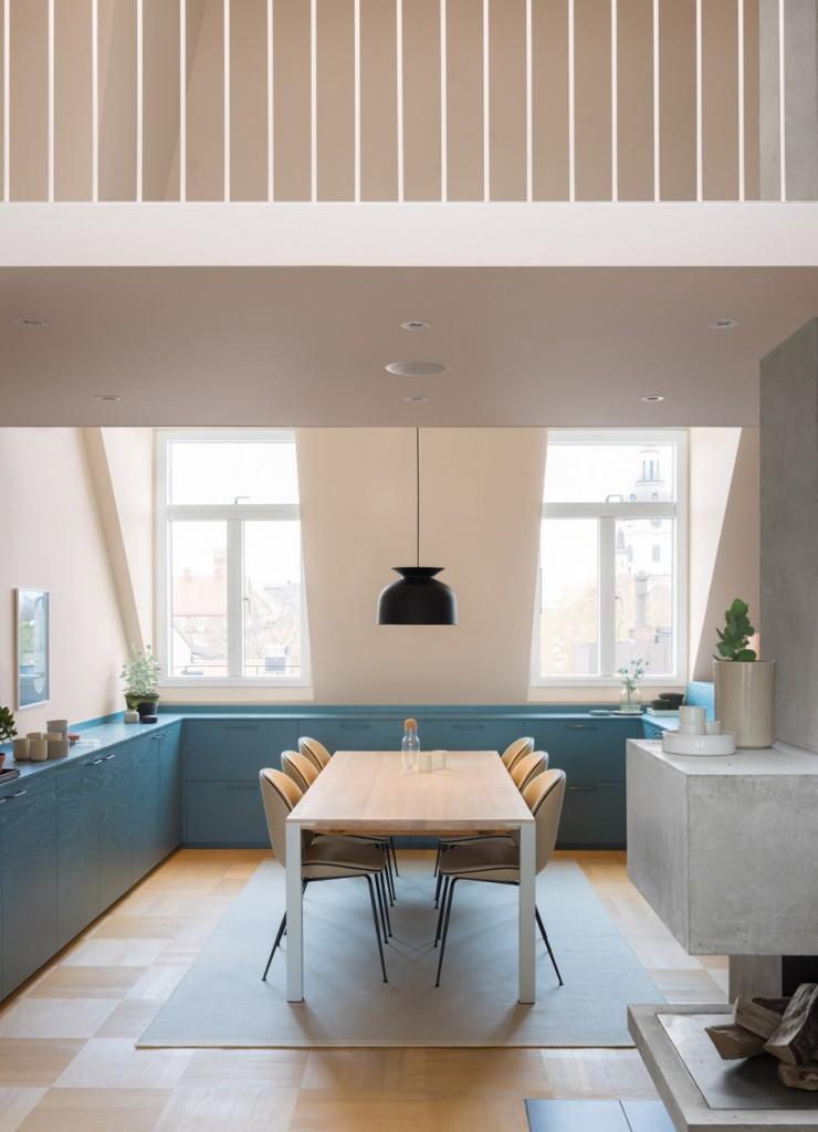 amenagement-combles-cuisine-bleue-Note-Design-Studio