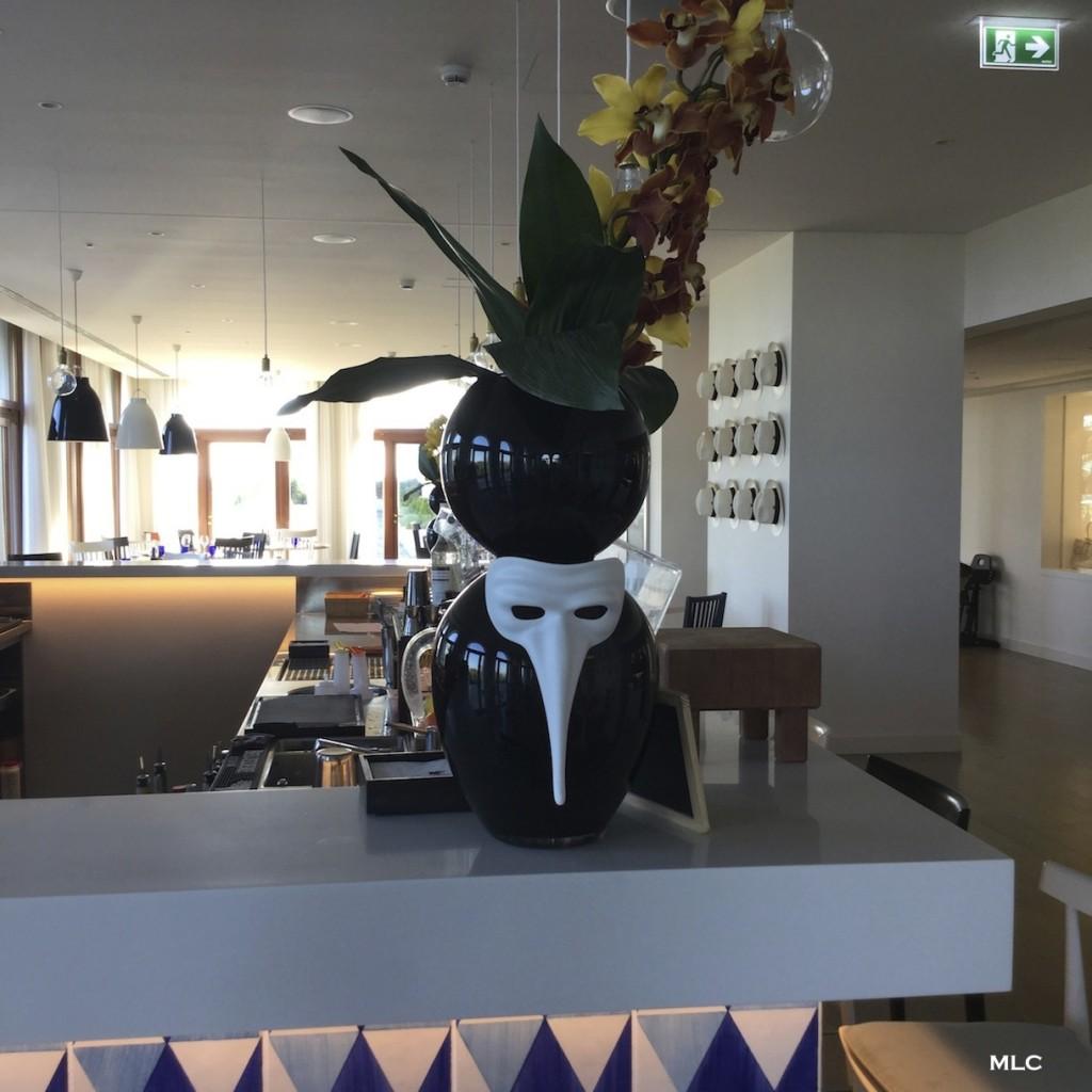 deco-vase-masque-resto-jw-marriott-venice-resort