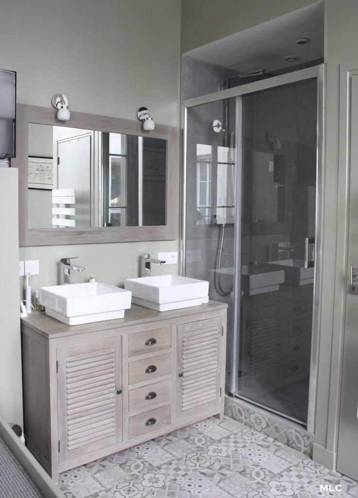 meuble-bois-persienne-salle-de-bain