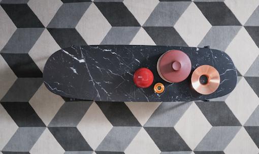 belle-table-basse-design-ovale-marbre-noir-zanotta-nouveaute-milan