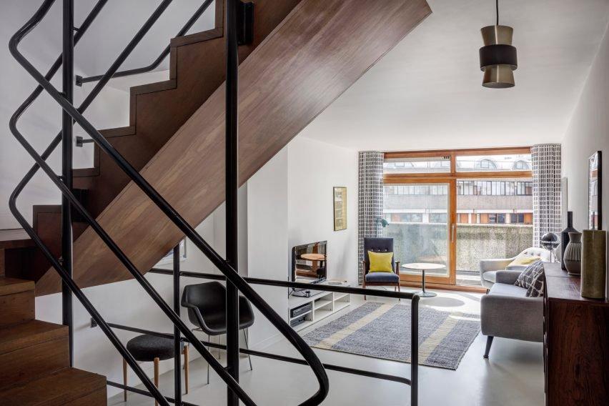 escalier-deco-moderne-salon-barbican-estate-london-emulsion